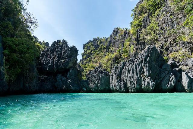 Small-Lagoon-Miniloc-Archipel-de-Bacuit-Palawan-Philippines