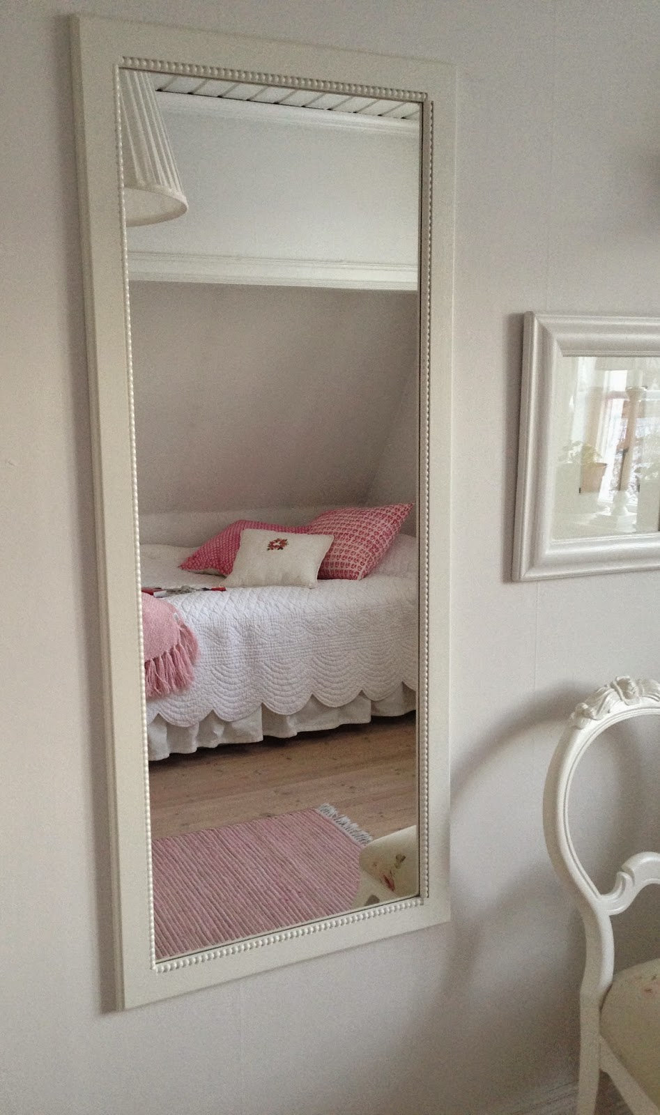 lilla blomster bed