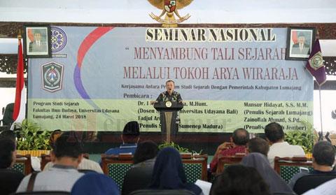 Plt Buntai dr. Buntaran saat menghadiri Seminar Sejarah
