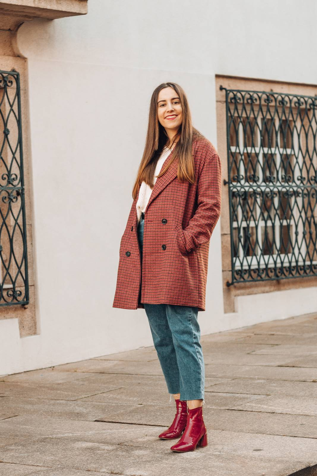 look inverno mom jeans plaid coat botas vinil