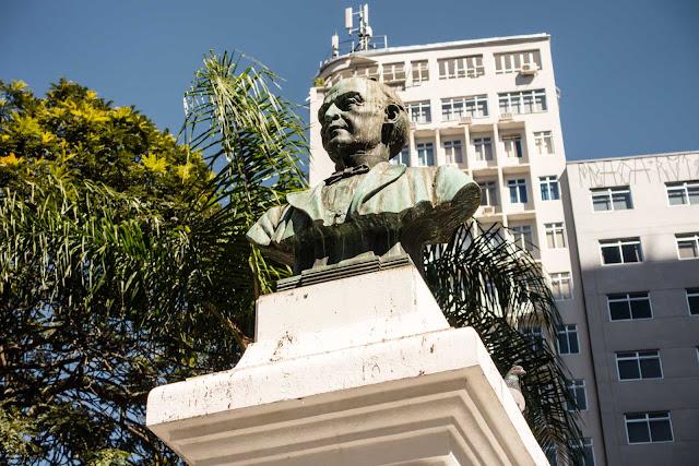 O busto de Zacarias de Góes e Vasconcelos