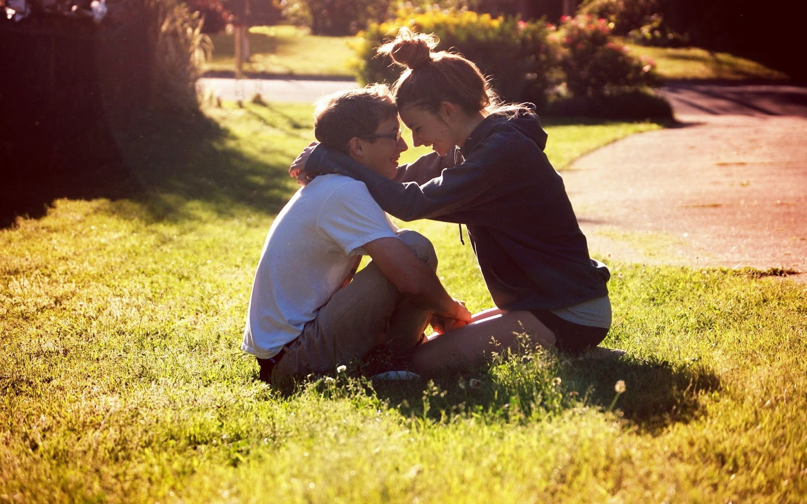 Alone Girl Wallpaper For Shayari Best 68 Wallpapers Of Romantic Boy And Girl In Love Kiss