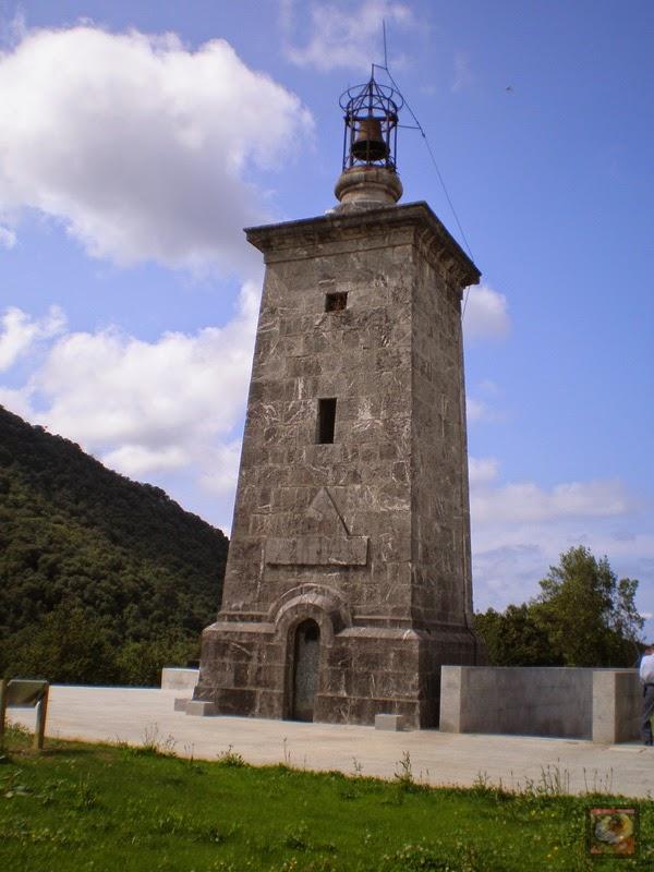 Torre Madariaga en Busturia (Bizkaia). Torre del Reloj