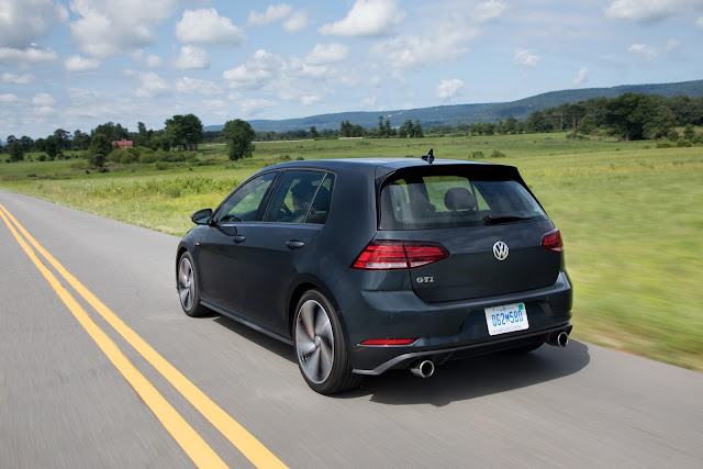 Rear 3/4 view of 2018 Volkswagen Golf GTI