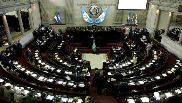 Congreso aprueba ley que prohíbe matrimonio entre menores en Guatemala
