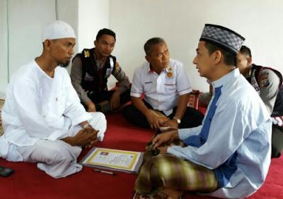 Tidak jadi masuk agama islam diakibatkan Jama'ah Tahdzir.