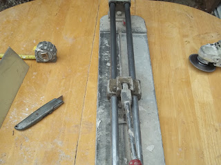 Picture of a tile cutter