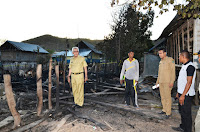 Tinjau Korban Kebakaran Rumah di Desa Pusu, Wabup Salurkan Bantuan Tanggap Darurat