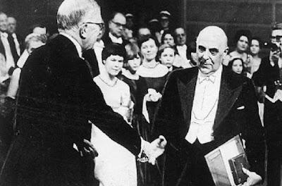 Ο Γιώργος Σεφέρης παραλαμβάνει το   Νόμπελ Λογοτεχνίας 10 Δεκεμβρίου 1963