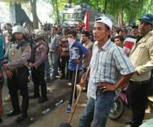 Siapa 'Pasukan Sipil' di Barisan Polisi saat Demo Mahasiswa Medan?