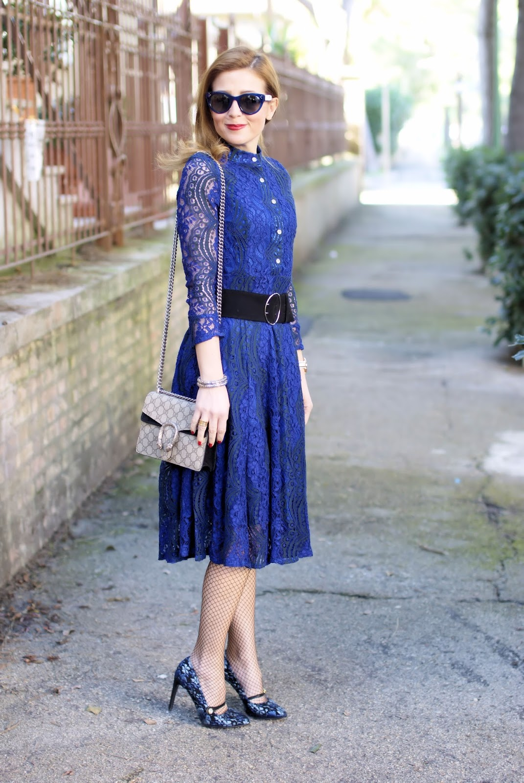 What to wear on Easter: my outfit idea with a blue lace dress and fishnets on Fashion and Cookies fashion blog, fashion blogger style