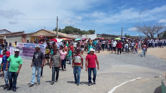Saloá registrou hoje manifestação contra reforma da Previdência idealizada pelo Sindicato dos Trabalhadores, Veja as imagens :