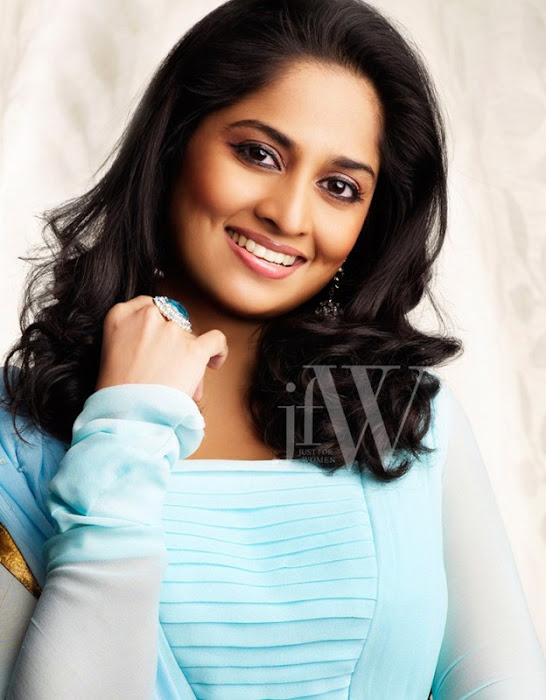 shalini ajith jfw hot images