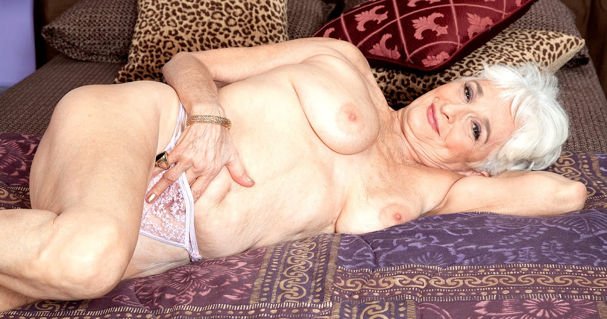 Mature hattie nude 3