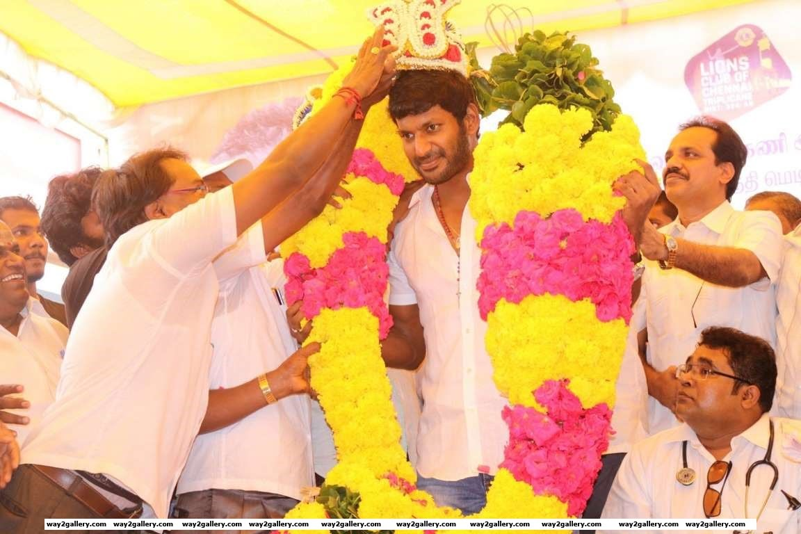 Vishal celebrated his th birthday with fans