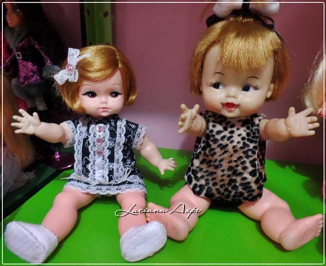 bonecas pedrita e ternurinha sentadas