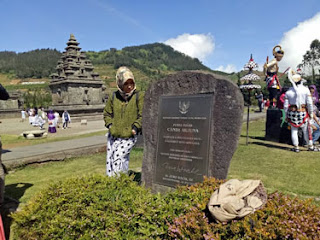 Anies di Kompleks Candi Arjuna, Dataran Tinggi Dieng