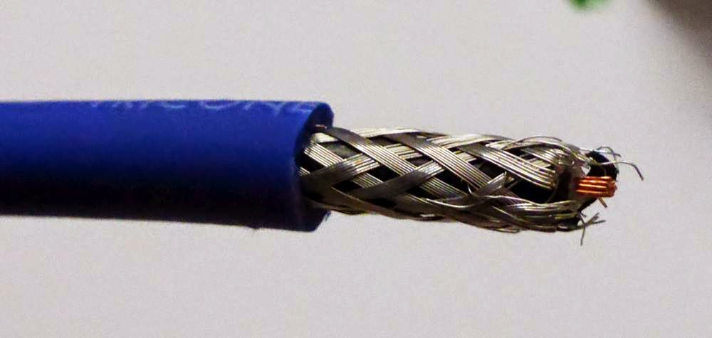 Guitar cable shielding