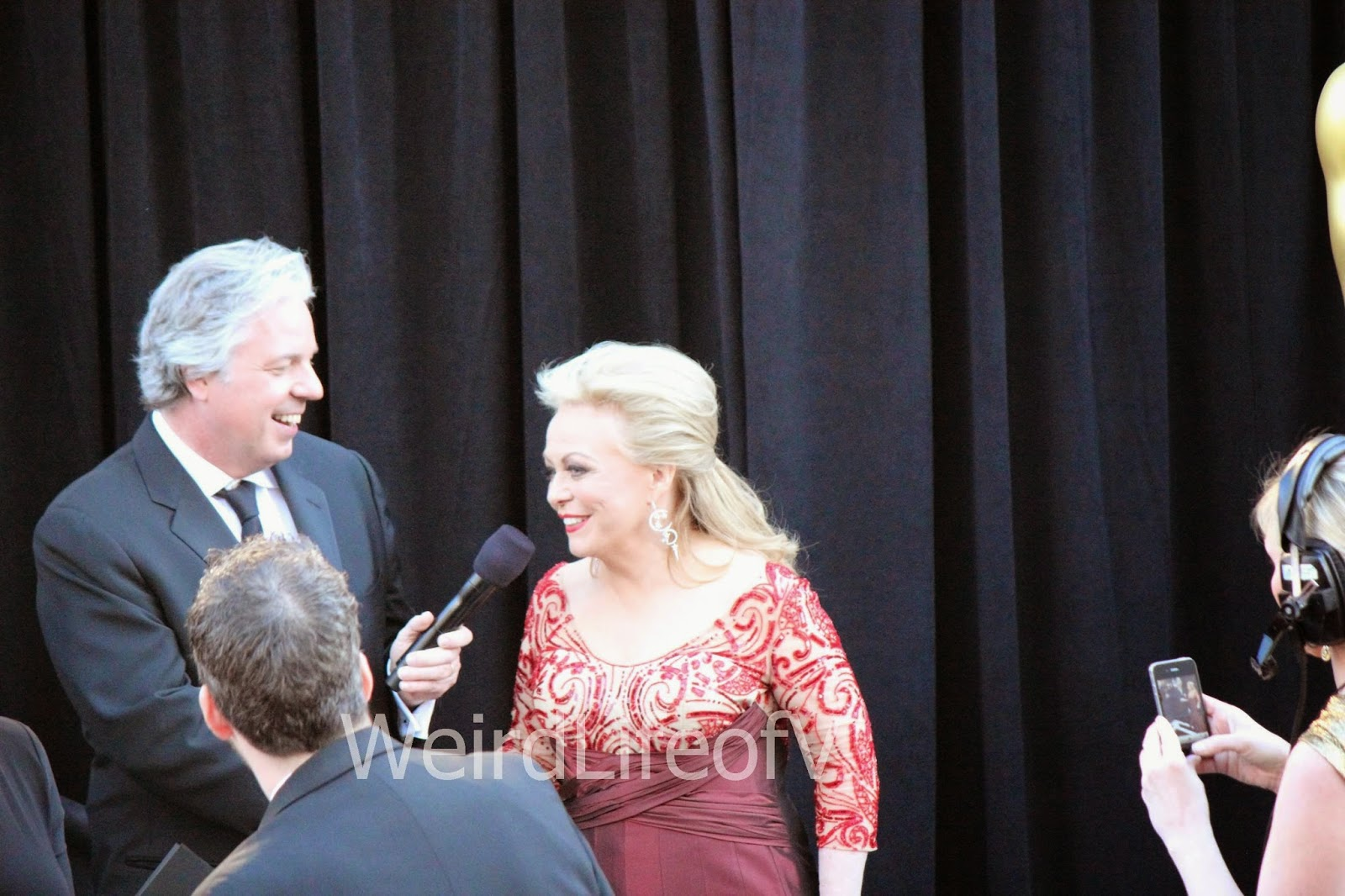 Jackie Weaver being interviewed by Chris Connelly at the 2013 Academy Awards