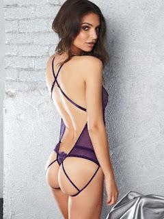 Emily Ratajkowski sexy hot image photos