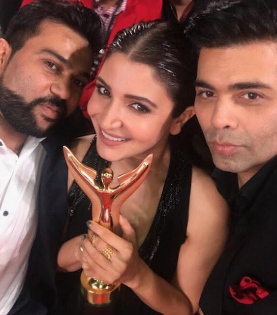 Anushka and Karan Johar's selfie with Award