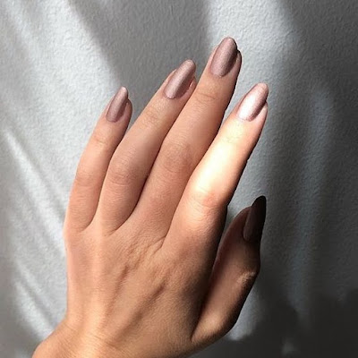 it is not just the wearable trends on the runways which take us by warm but also the unco 33+ Latest Fall Nail Colors Ideas From The Runways To Try In 2020