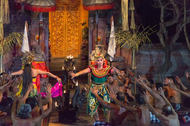 Ubud Bali Things to do kecak dance batubulan ubud bali indonesia