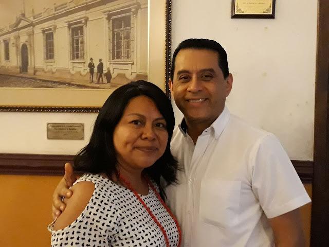 Donald Estrada, gerente y gestor a cargo de las actividades culturales de «Café León»