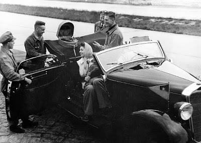 Rosita Serrano y su espectacular Mercedes Benz.