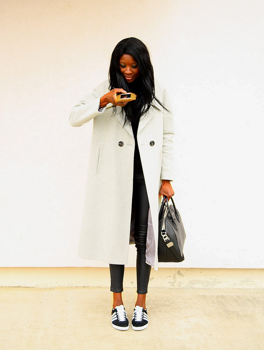 sac-givency-antigona-manteau-long-gris-asos-coque-iphone-moschino-adidas-gazelle-og-stylesbyassitan