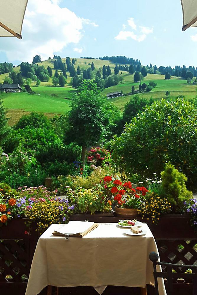 Blick von der Spielweg-Restaurant-Terrasse auf den Berg Branden | Arthurs Tochter kocht. Der Blog für food, wine, travel & love von Astrid Paul