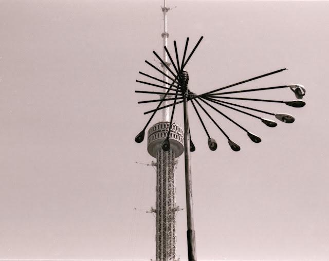 Ouzbékistan, Tachkent, Tour de la Télévision, © Louis Gigout, 1999