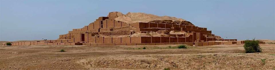 As ruínas do zigurat de Choghazanbil podem dar certa ideia da estrutura da Torre de Babel.