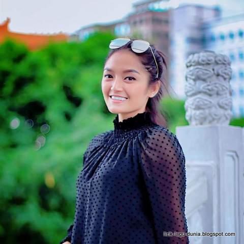 Foto Siti Badriah Senandung