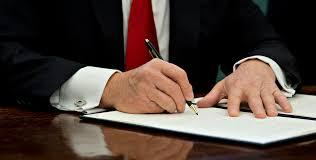 presiden tanda tangan berkas