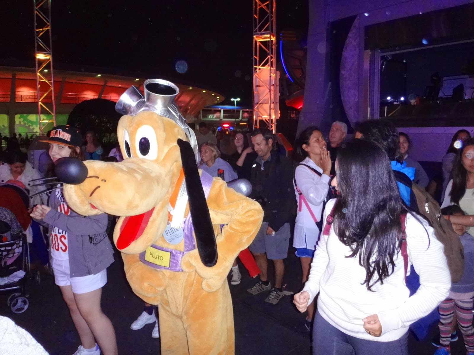 balada com o pluto - magic kingdom - orlando, eua