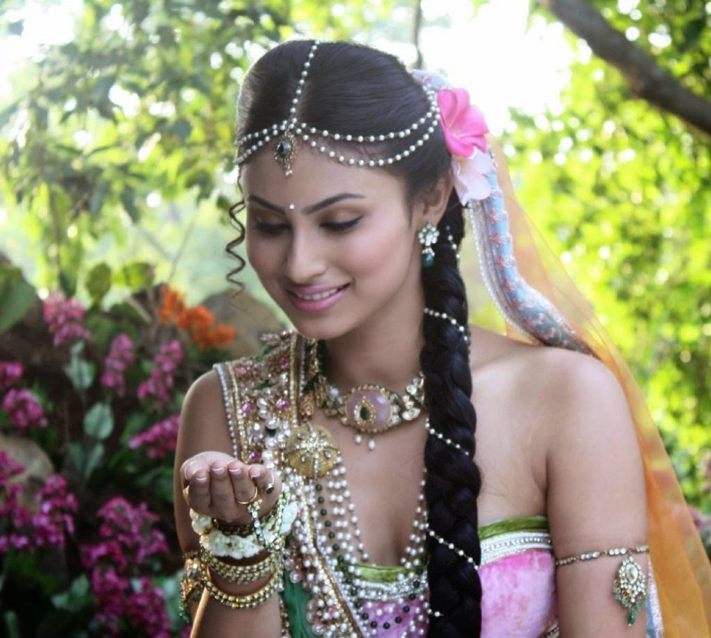 Mouni Roy as sati in devon ke dev mahadev