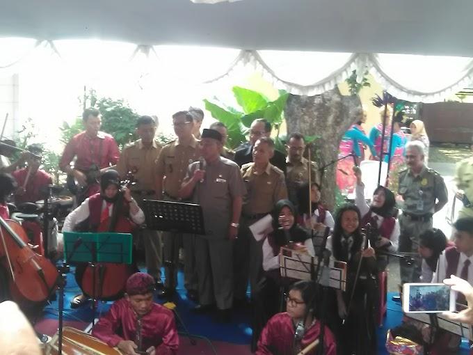 Walikota Sumbangkan Suara Emas Bersama AVC dan Sanggar Larasati