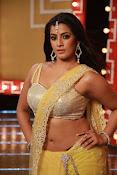 Actress Varalaxmi sizzling pics-thumbnail-1