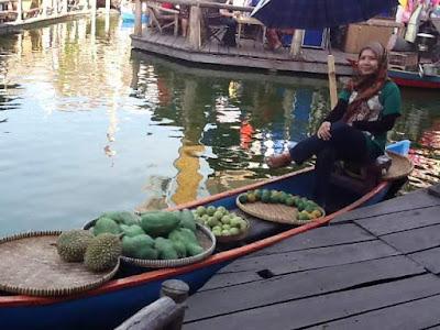 museum angkut malang wisata edukasi seru di kota batu naik perahu di pasar apung nurul sufitri mom lifestyle blogger tempat wisata indonesia