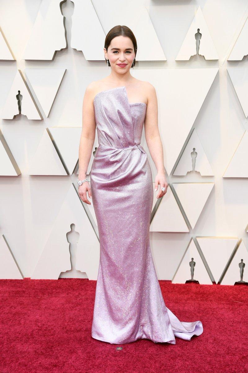 Emilia Clarke Wears Sculptural Balmain Gown to the 2019 Oscars