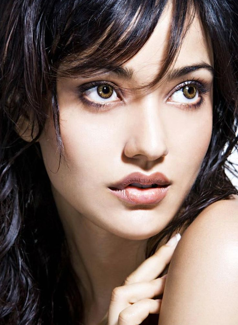 neha-sharma-lips