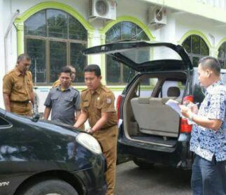 Pendataan kedaraan dinas Pemko Tanjungbalai yang akan dilelang.
