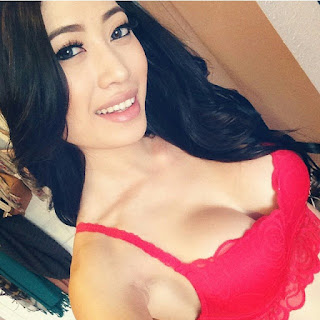 Sexy Asian Girl Selfie Image