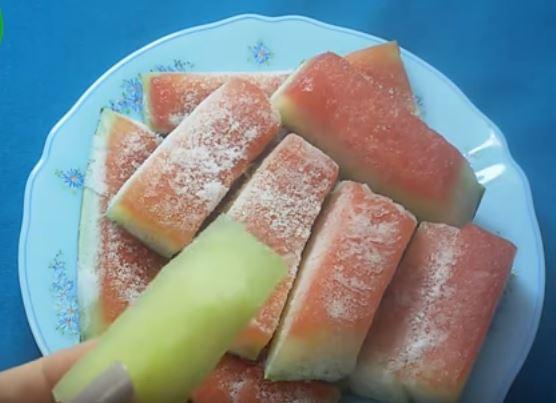 كنت أرمي قشر البطيخ حتى تزوجت.. فزوجي أخبرني بسر...سيذهلكم جميعا!