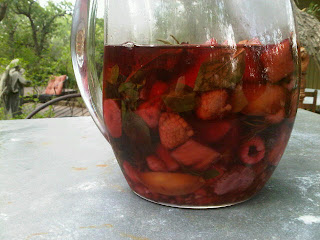 summer sangria wine picture