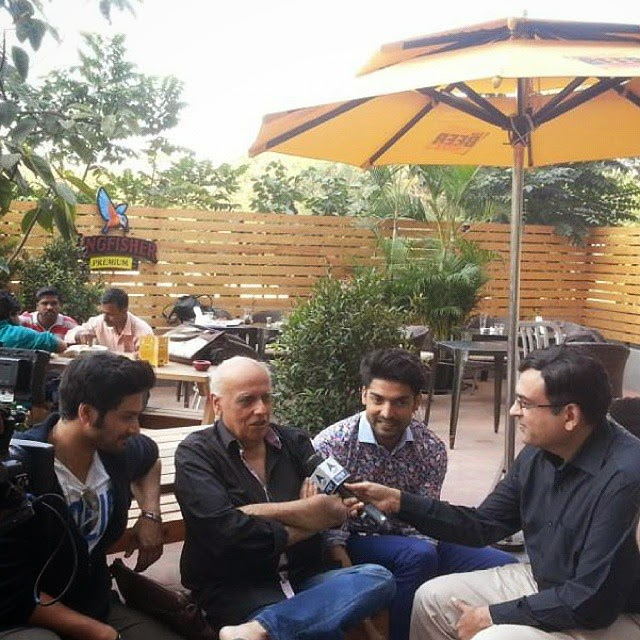 star cast of movie khamoshiyan , at the beer cafe for media interactions. gurmeet choudhary, ali fazal, sapna pabbi & mahesh bhatt. beer love , beer more , beer , bollywood ,