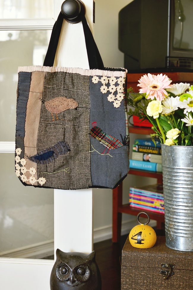 Make your own cute tote bag using pieces from vintage quilts! #crafts #diy