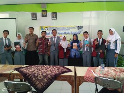 Pelatihan Menulis Bulan Bahasa di SMANDA