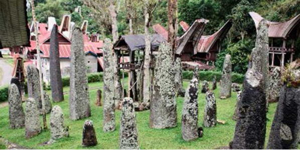 Rante Tempat Ritual Pemakaman Bangsawan Suku Toraja